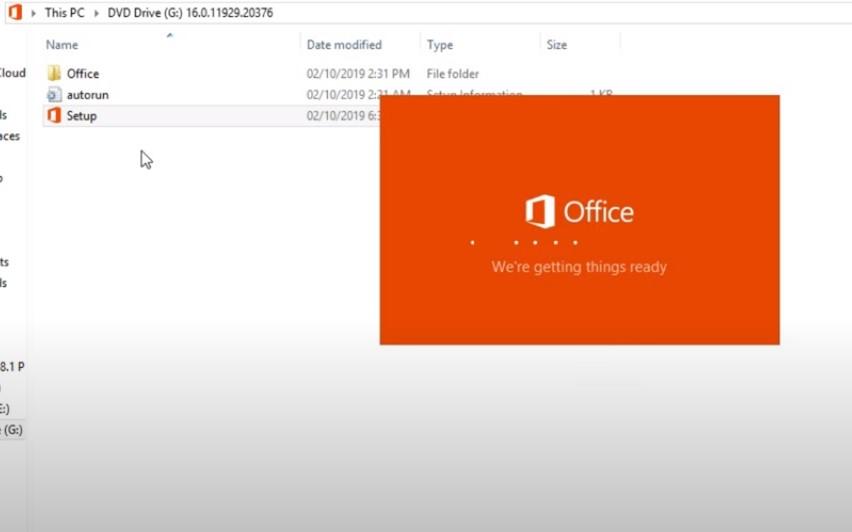 Khi tải xong bạn vào File Setup lên để cài đặt file Setup, quá trình chạy diễn ra khoảng 5 phút bạn chờ đợi để tải các phiên bản Offline về nhé